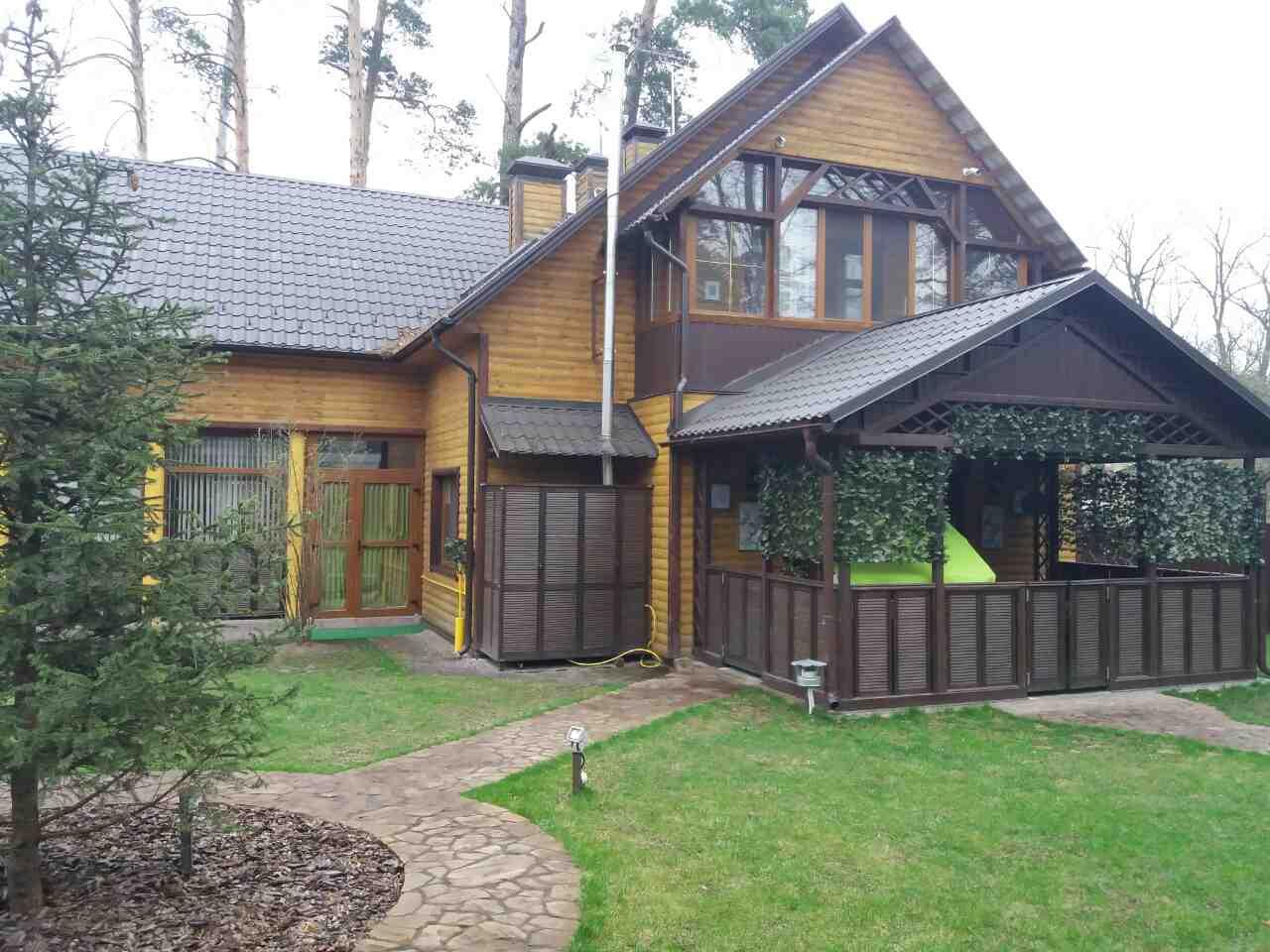 Будинок серед справжньої природи