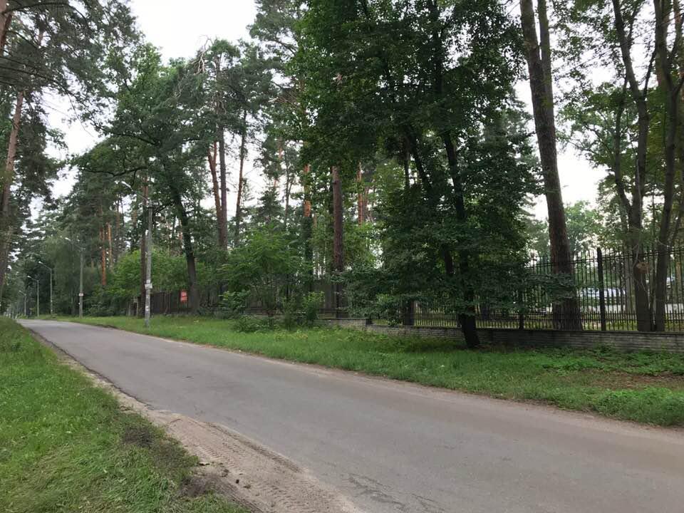 Участок 2,3 га Ворзель, лес, асфальт, забор, коммуникации вдоль…