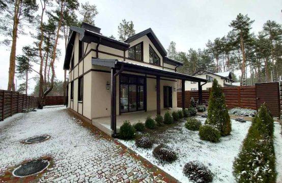 Будинок в лісовій частині міста