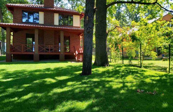 Новий будинок в парковій зоні з розкішною терасою та барбекю!