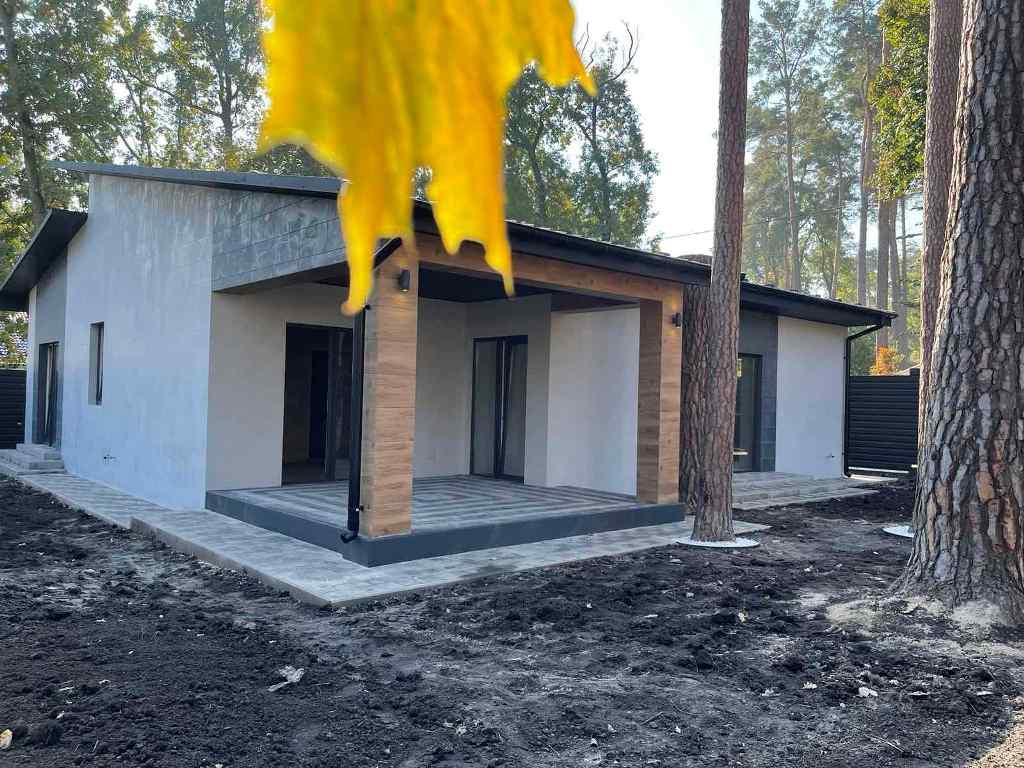 Новий будинок в Бучі, в лісовій і одночасно центральній частині міста